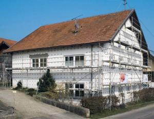 Ocieplenie ścian zewnętrznych pozwala zmniejszyć koszty ogrzewania nawet do 40%, fot. Baumit